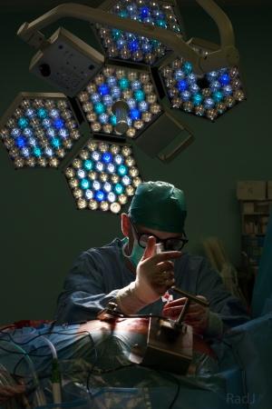 Lekarz przy operacji kardiochirurgicznej